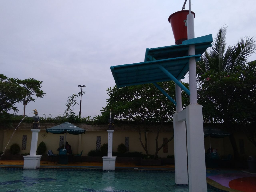 Suasana Kolam Renang Club House Metland Cileungsi